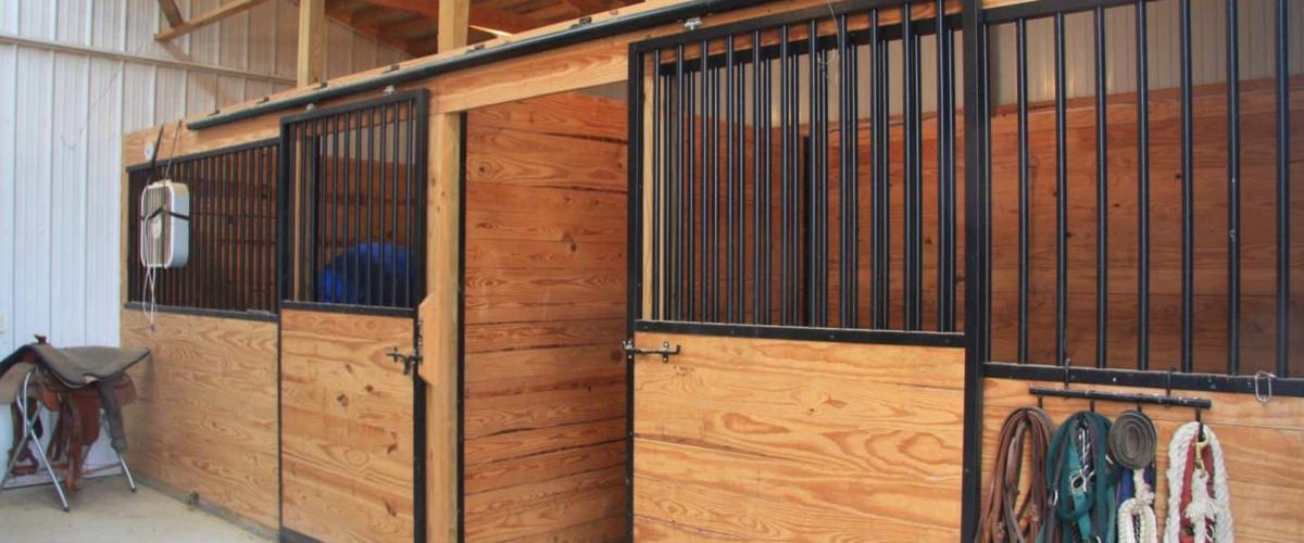 white horse barn post frame building iowa
