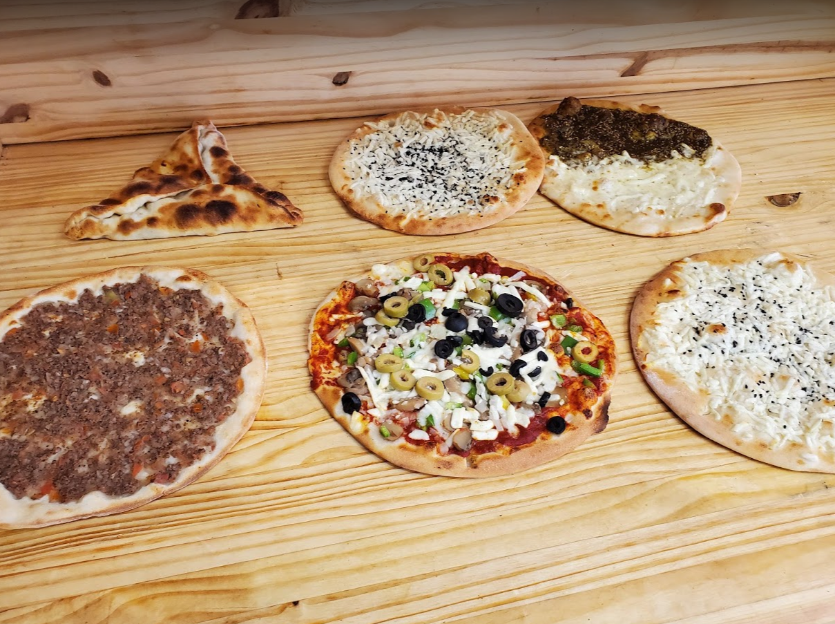 Types of manakeesh pizza.