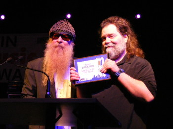 Roky Erickson receiving a lifetime achievement award from ZZ Top's Billy Gibbons at the Austin Music Awards (2008).