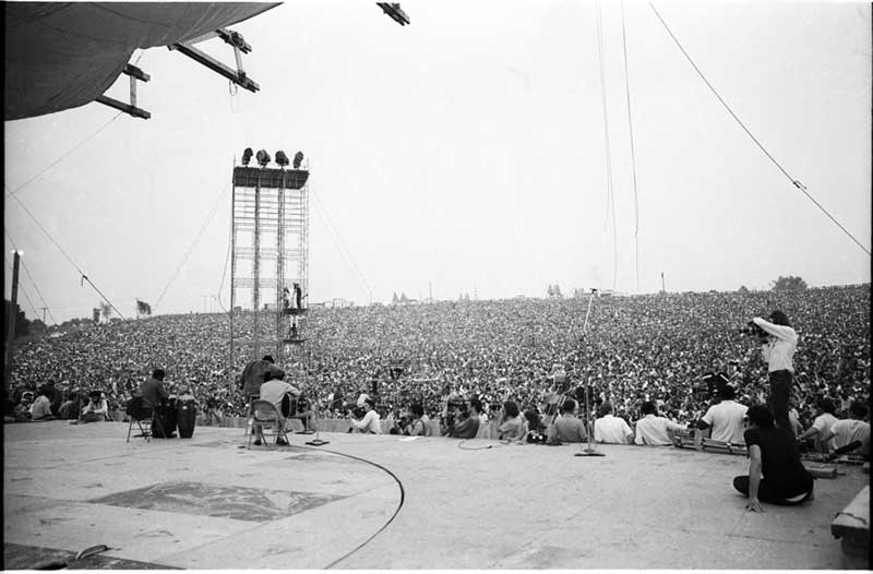 Richie Havens opens Woodstock, Friday, Aug. 15, 1969. Photo: Henry Diltz. Used with permssion.