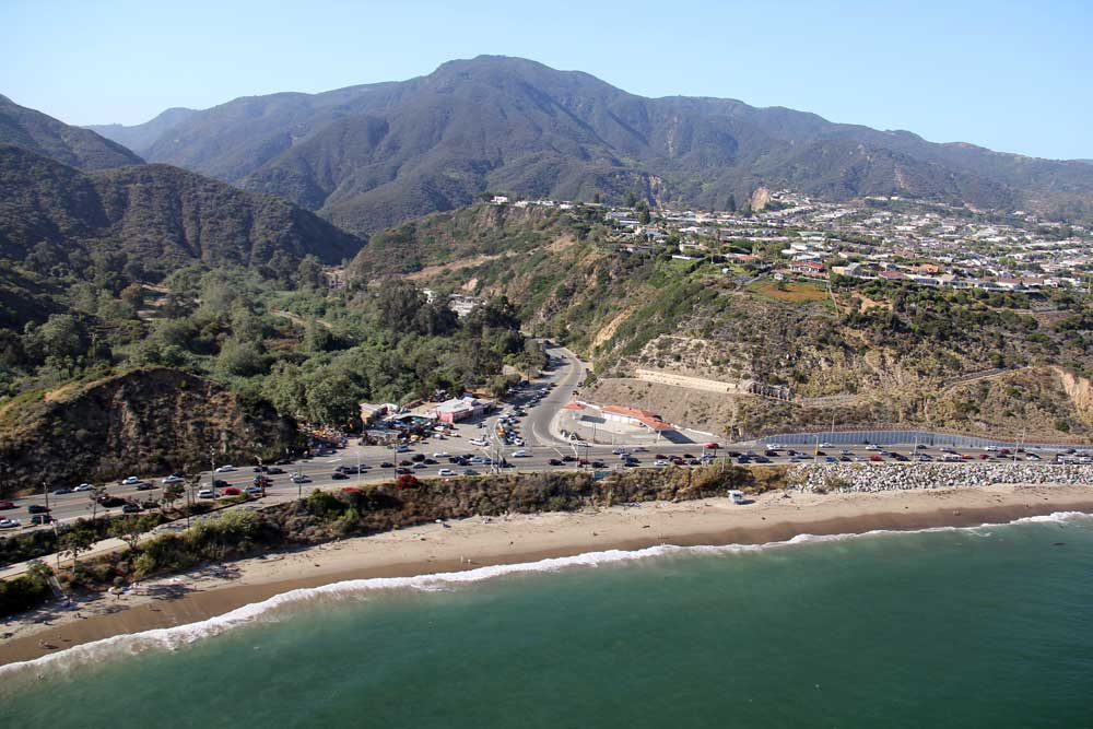 after 1969 - Junction of Topanga Canyon Road (CA 27) and Pacific Coast Highway (CA 1), near Malibu in Los Angeles County. Photo: © JCS / Wikimedia Commons / License: CC-BY-SA-3.0 / GFDL.