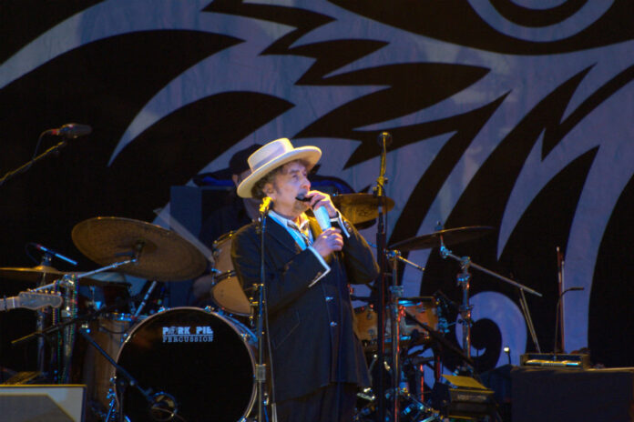 Bob Dylan on the Never-Ending Tour, Finsbury Park, London, June 18, 2011. Photo: Francisco Antunes / WMC 2.0.