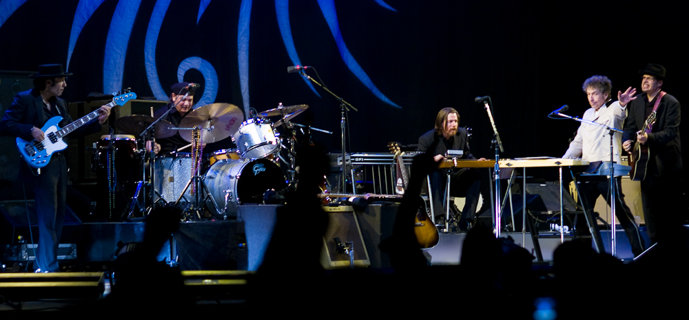 Bob Dylan and band on the Never-Ending Tour, Oslo Spectrum, Norway, March 30, 2007. Photo: Tore Utheim / WMC 3.0.