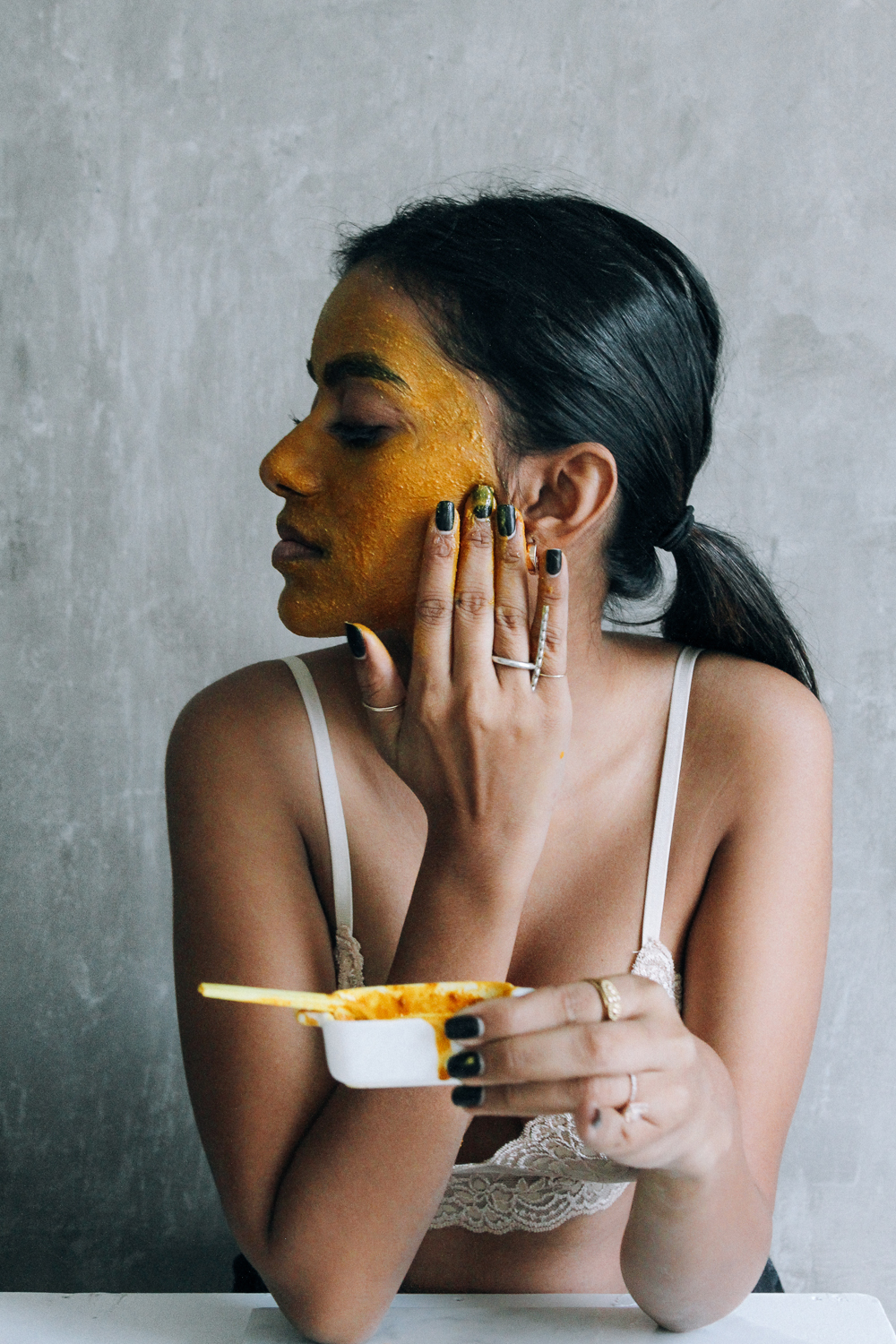 A Traditional Honey And Turmeric Mask for the Season