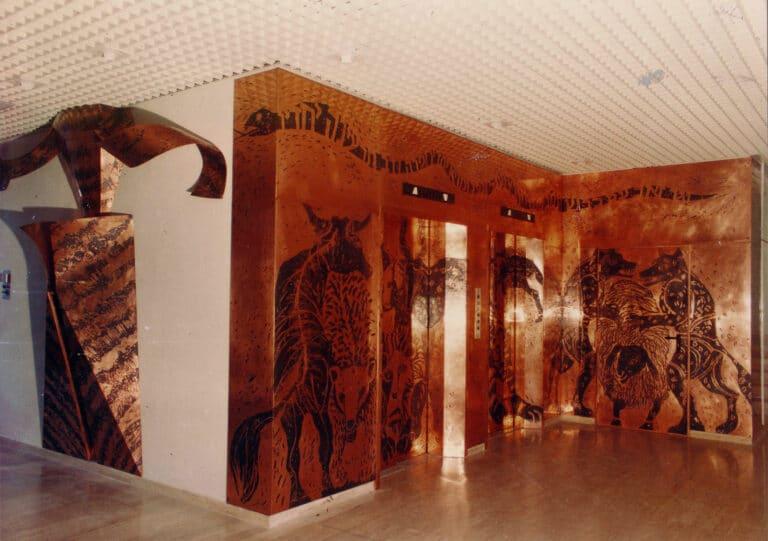 וגר זאב עם כבש, קיר פיסולי בתצריבי נחושת, בית אבות נווה עמית, ירושלים, 1987