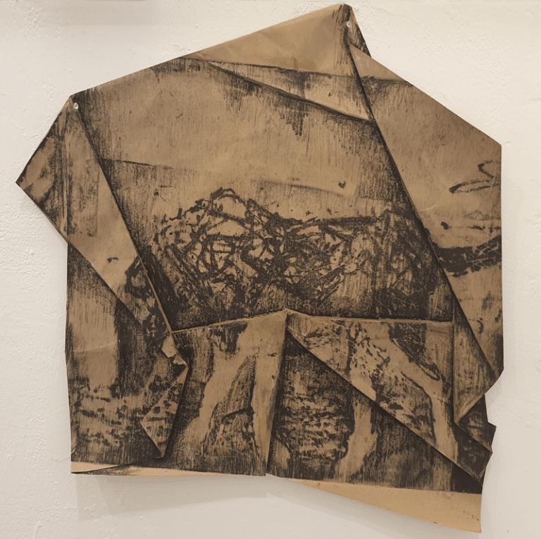 """מעוכים, 2019, הדפס מוקוליתו על נייר קרפט, 70 על 50 ס""""מ  [בית האמנים, תל אביב]"""