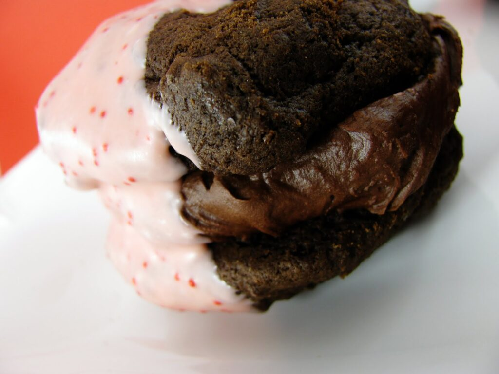 chocolate with peppermint whoopie pie