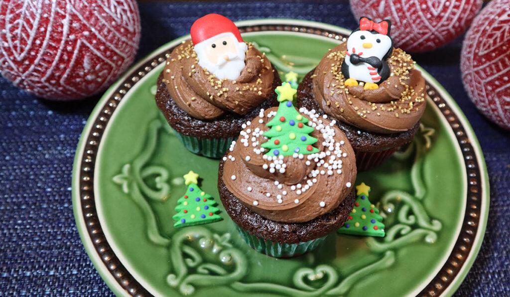 decorated cupcakes -