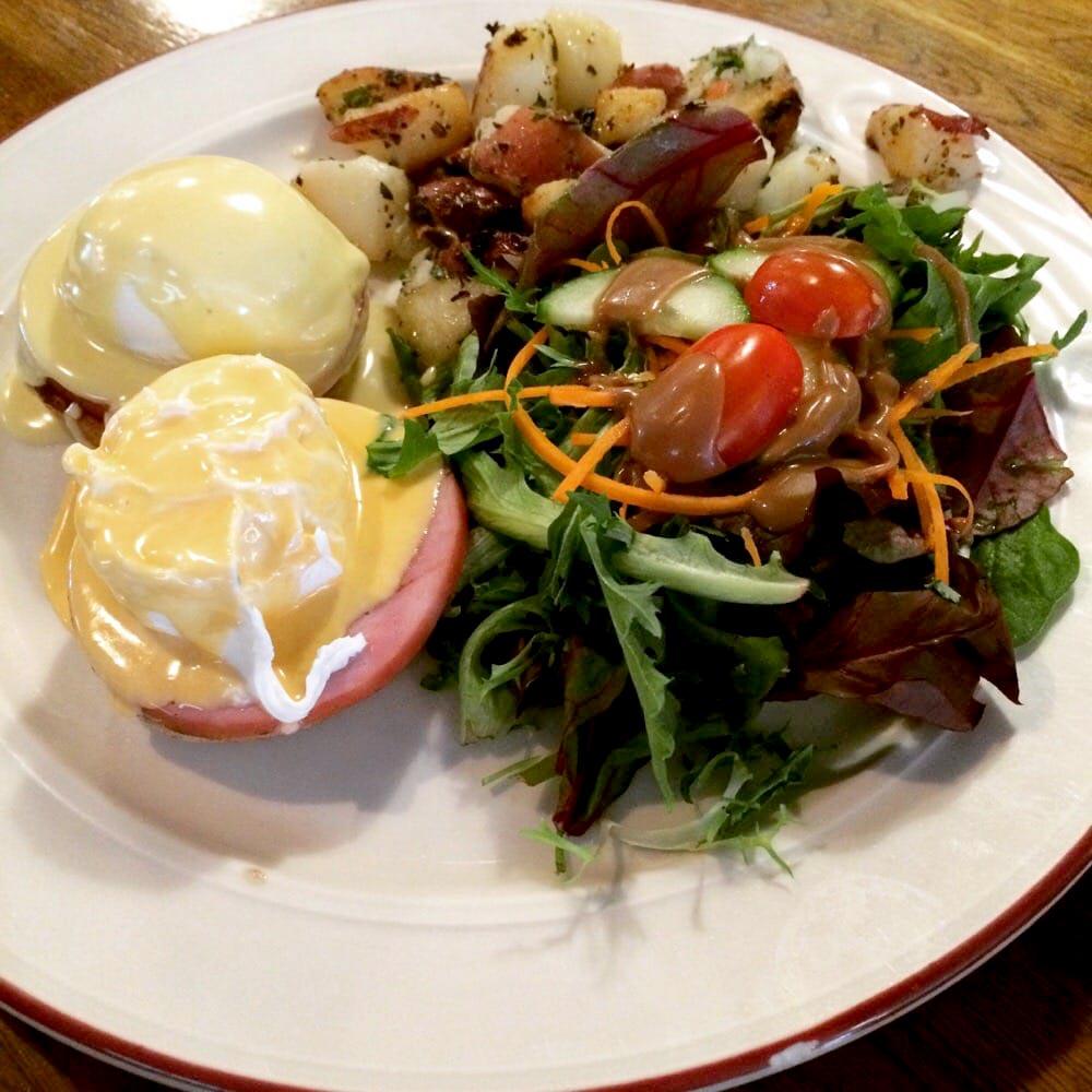 BIN 141 nyc restaurant east village eggs benedict brunch