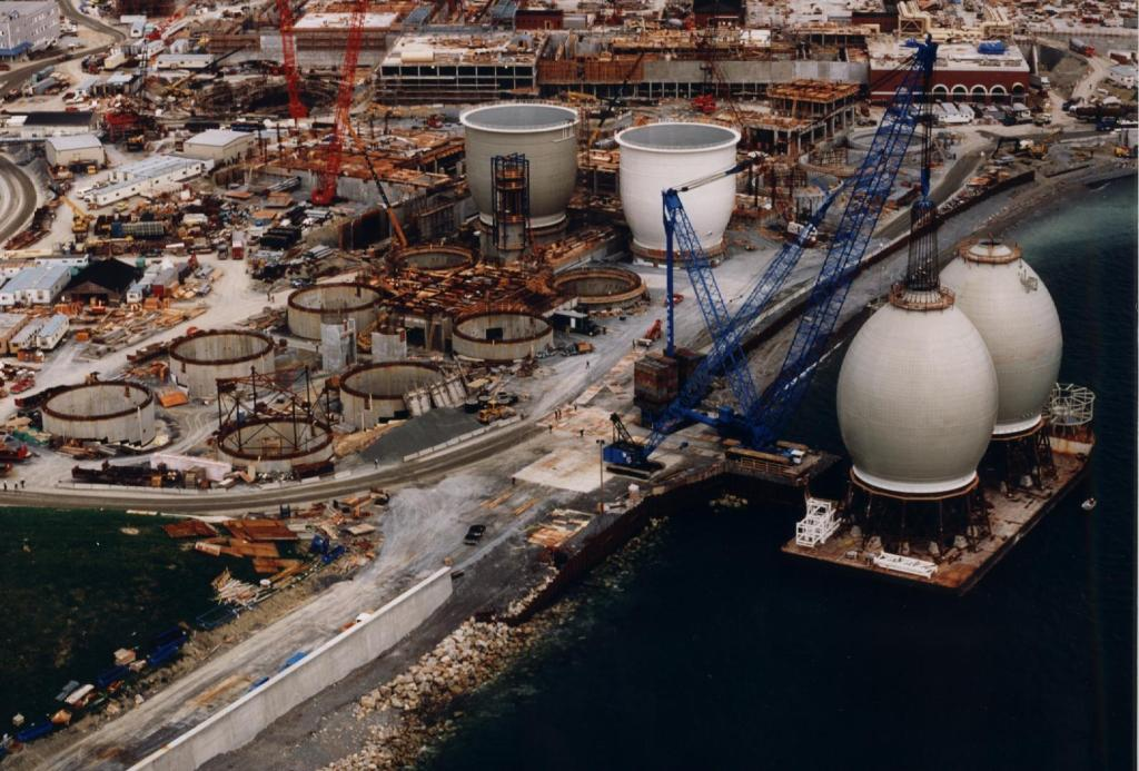 Egg-Shaped Digesters Offloading in Boston with 1200 ton Lampson Crane