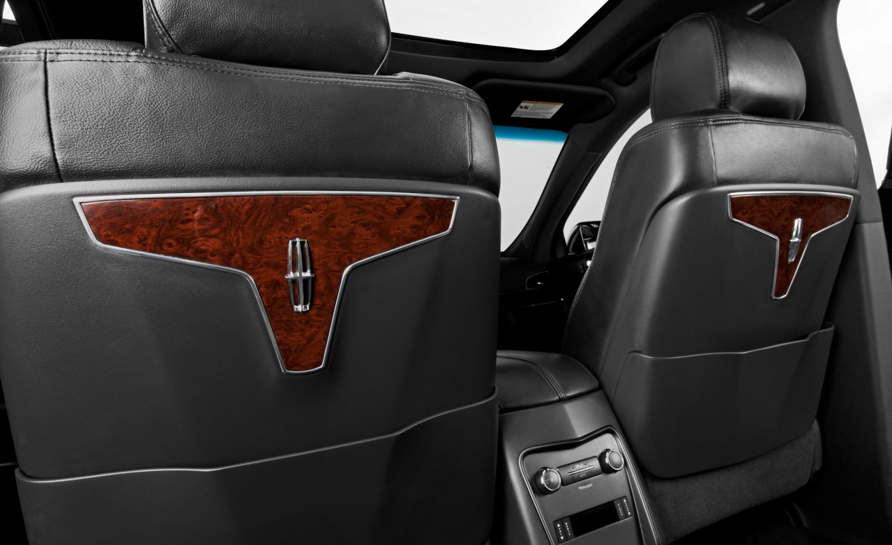 Lincoln-MKT-interior-seats