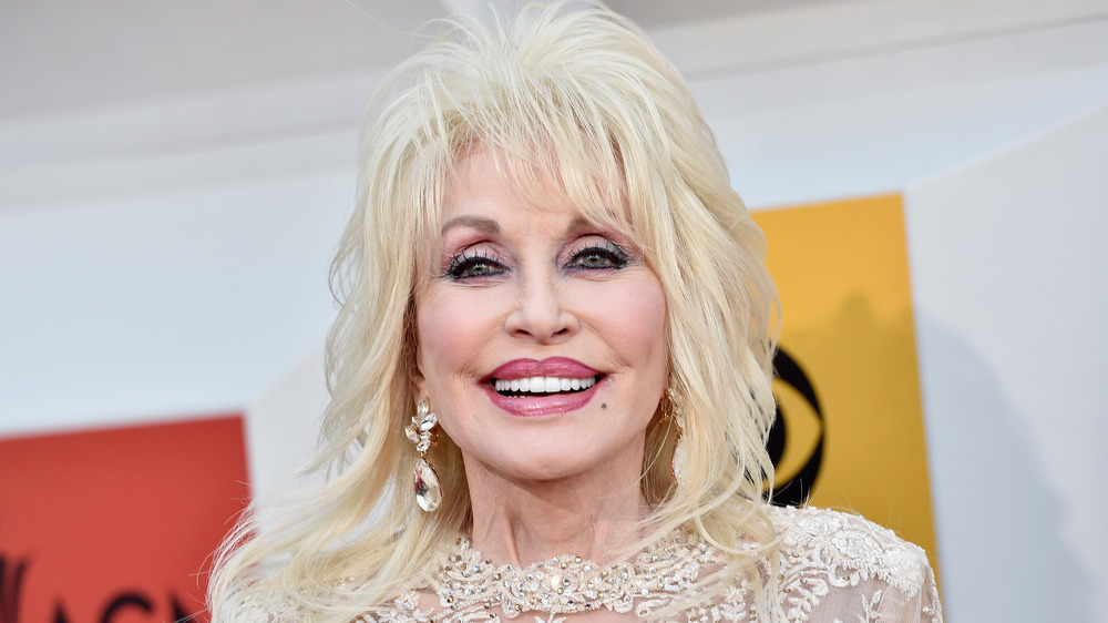 Dolly Parton Saves Child Actress From Being Hit By A Car On Set
