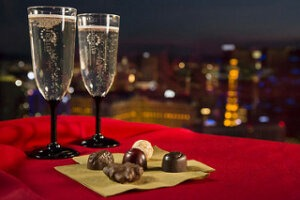 The High Roller in Las Vegas Announces Holiday Chocolate Tastings