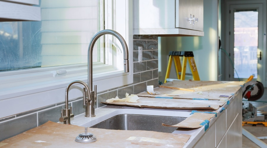 The Benefits of Renting a Dumpster for DIY Kitchen Remodeling