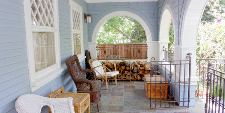 3008 3RD_Front Porch