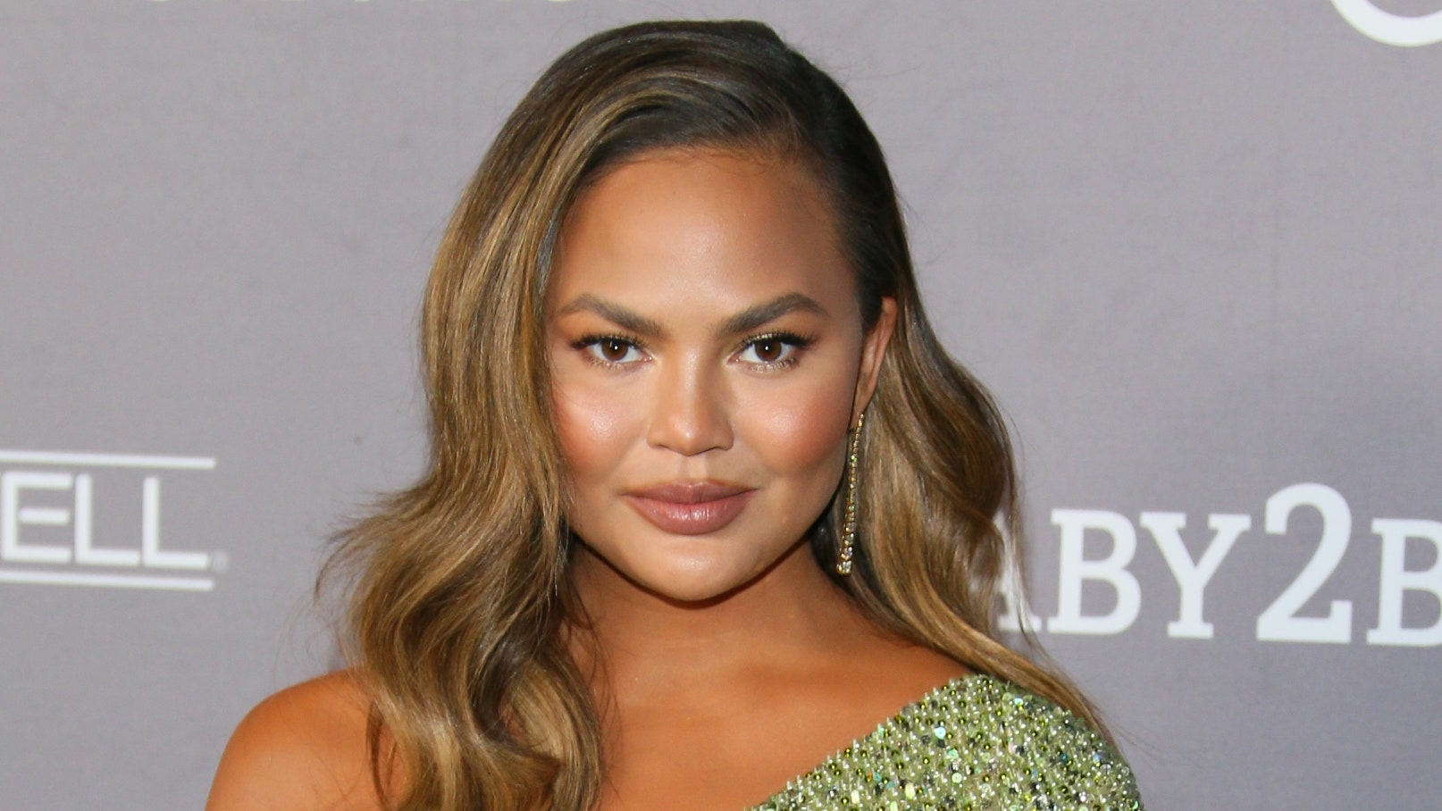 Chrissy Teigen Apologizes on Instagram For Past Mean Tweets