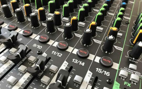 Mackie ProFX16v3 Mixer