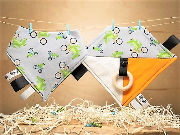 HappyButton Baby Teething Blanket / Bandana Bib Set
