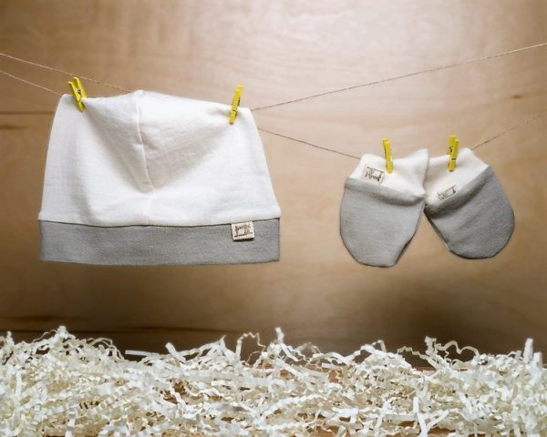 Catherine Soucy - Grey No-Scratch Mitten Hat Baby Set