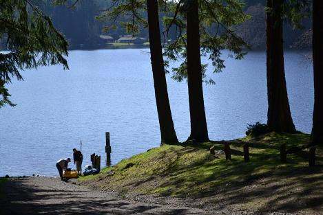 Goss Lake public park & boat launch. Fishing, kayaking, swimming, picnics at the lake!