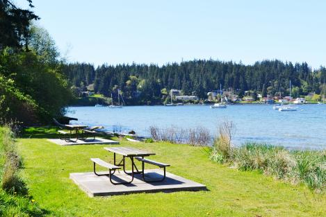 There are plenty of great picnic spots at this large waterfront park in central Freeland, at Holmes Harbor.