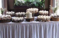 Elegant wedding cupcakes in Muskoka