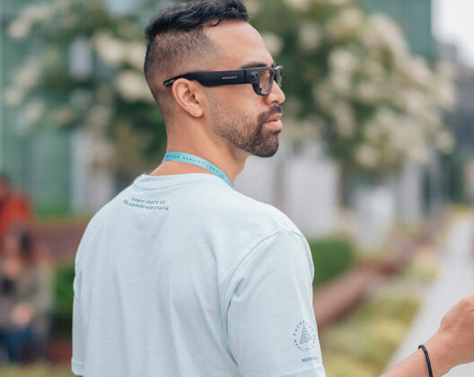 Facebook plans Augmented-Reality sunglasses with EssilorLuxottica