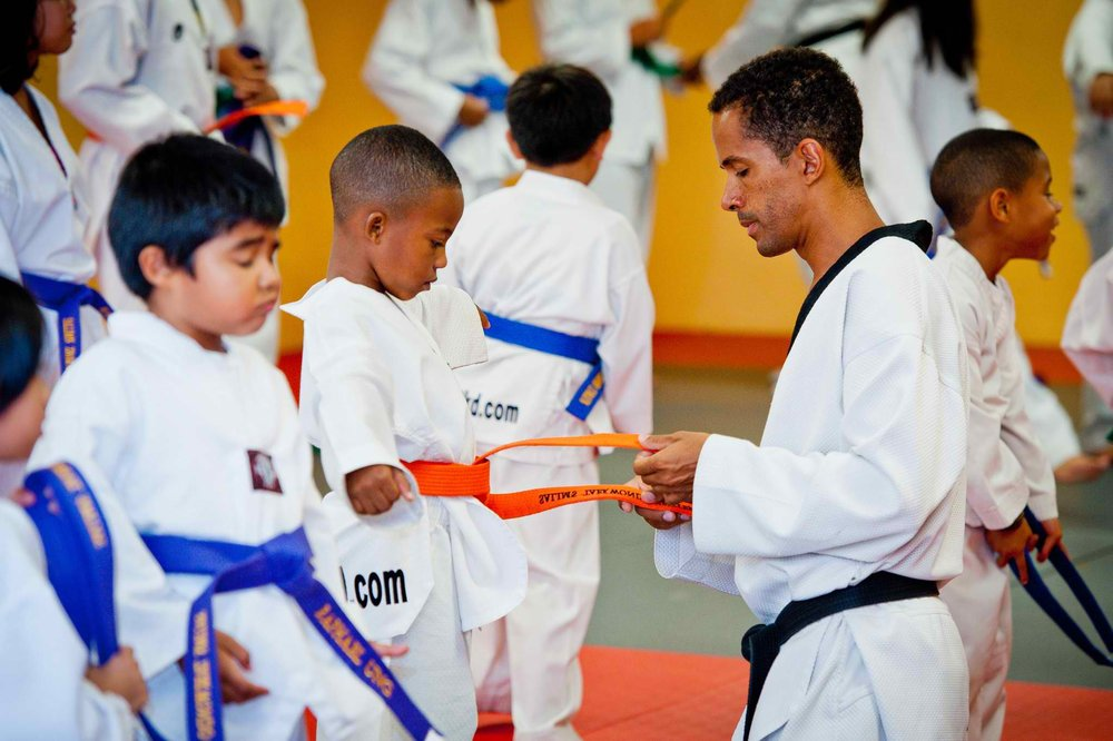master-salim-taekwondo-belt-ceremony-children