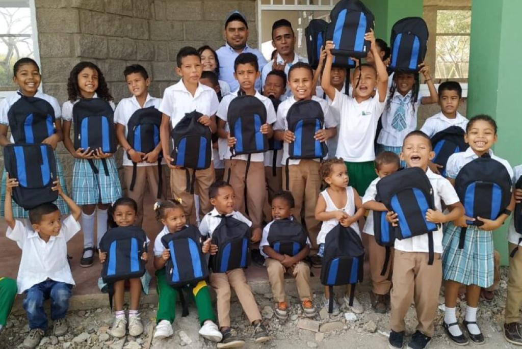 Petromil acompañó a 350 menores estudiantes de comunidades vulnerables en zonas cercanas a nuestros proyectos de gas y energía donde con kits escolares impactó la calidad de vida de cientos de familias.