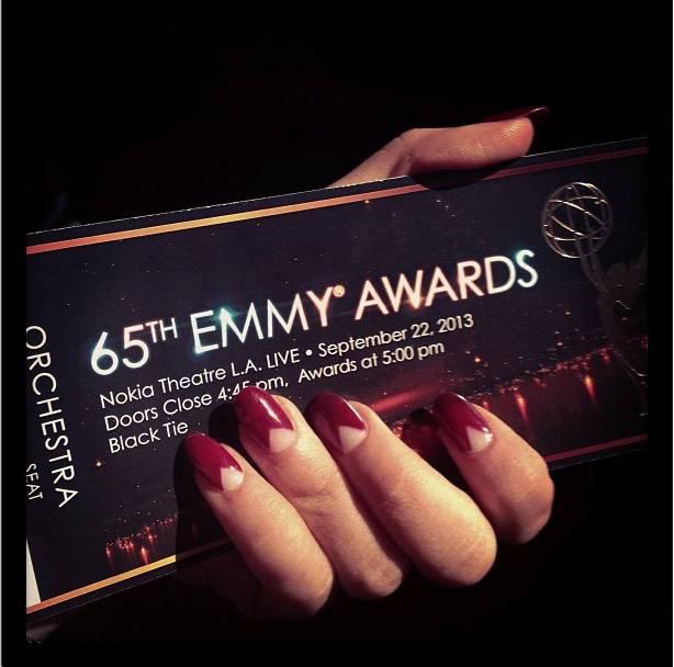 Sarah_Hyland_Red_Carpet_Manicure_Emmys_2013 (2)
