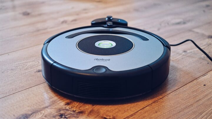 Work-at-home mom productivity thanks to robotic vacuum