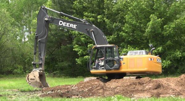 John Deere 250G LC Excavator