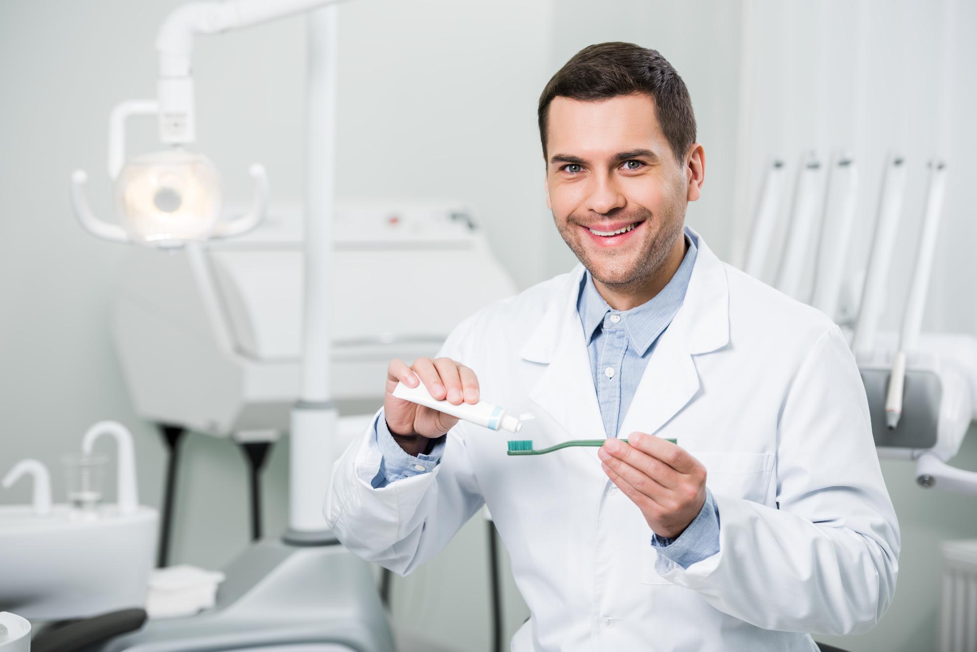 what is a dentist west palm beach?