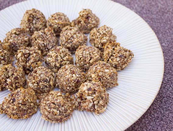 A healthy snack that tastes like a cookie: Raisin Nut Bites from InspiredRD.com #glutenfree