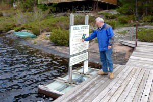 Bruce Duncan looks at Roehl sign