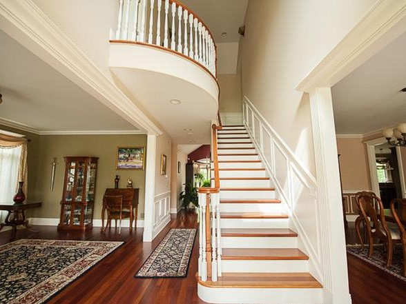 Glenview Entryway Before