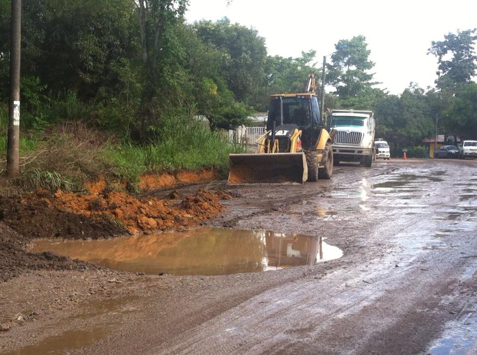 En El Centro inician trabajos de mantenimiento vial tras acuerdos con ECP, OXI y Alcaldía