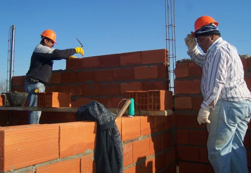 Construcción de 2.000 viviendas dará empleo a 7.000 obreros durante 18 meses