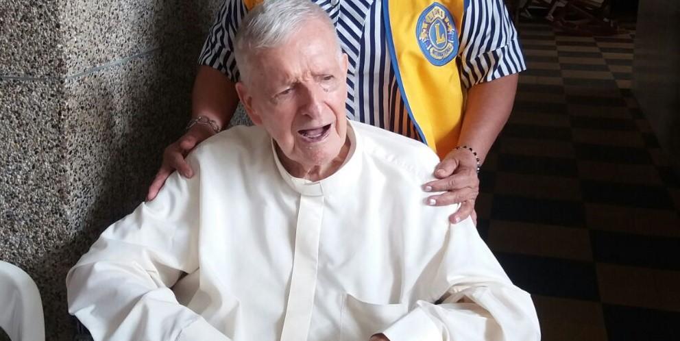 Tristeza en la Iglesia Católica de B/bermeja por fallecimiento del Padre Plata