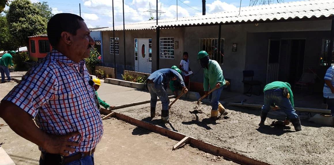 Alcaldía revisa ejecución de obras en auto pavimentación en 4 barrios de la ciudad
