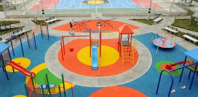 Avanza instalación de gimnasios biosaludables y juegos infantiles en distintos sectores de la ciudad