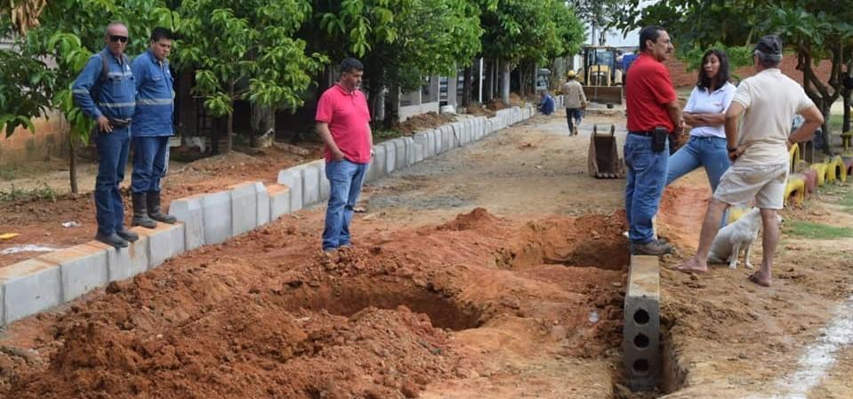 Programa de auto pavimentación interviene vías en concertación con la comunidad
