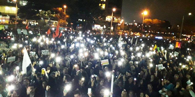 Miles de personas frente a la sede de la fiscalía piden renuncia del Fiscal