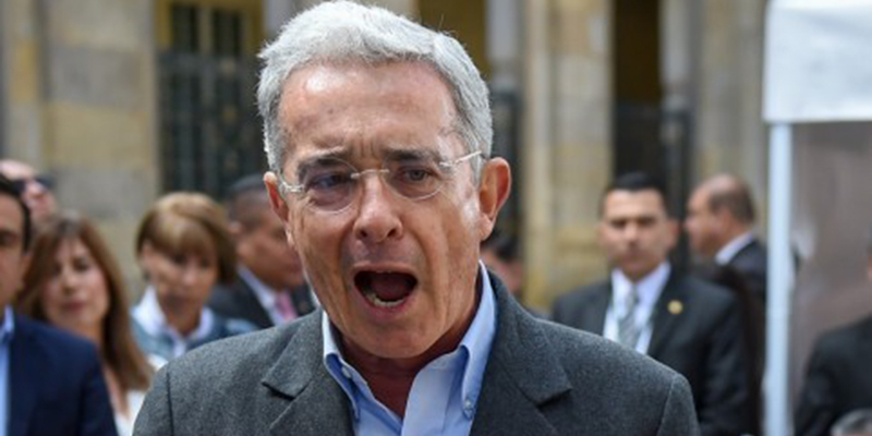 #MejorGuerrilleroEnArmas : controversia y rechazo generó mensaje de Uribe