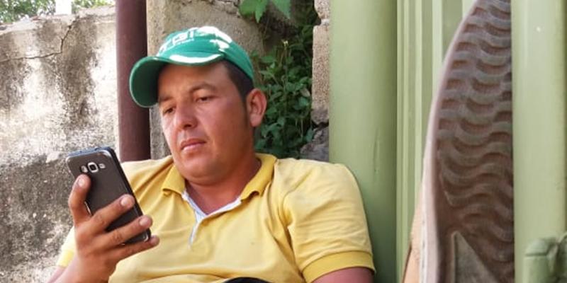 Obrero se encadenó en Bucaramanga porque no le pagan en B/bermeja