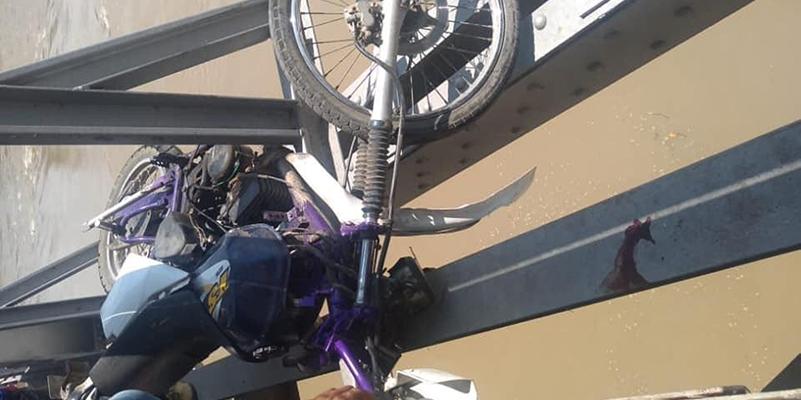 Muere motociclista al caer sobre el rio Sogamoso