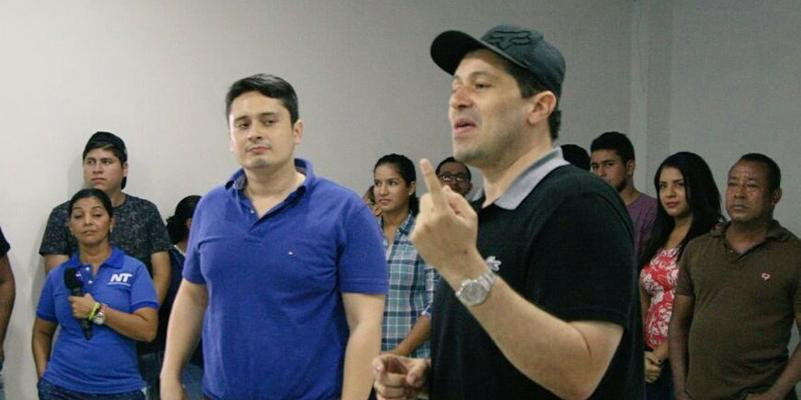 Jonathan Vásquez se inscribe por firmas este jueves 13 de junio en la Registraduría