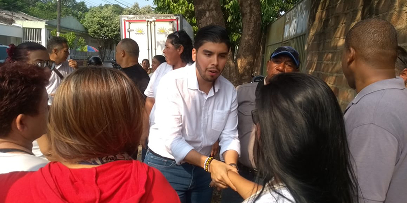 Jornada de 24 horas, sin parar, de Nicolás Contreras para entrega de firmas