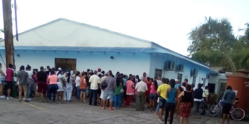 La multitud que espera una cita médica en la ESE del barrio Cardales