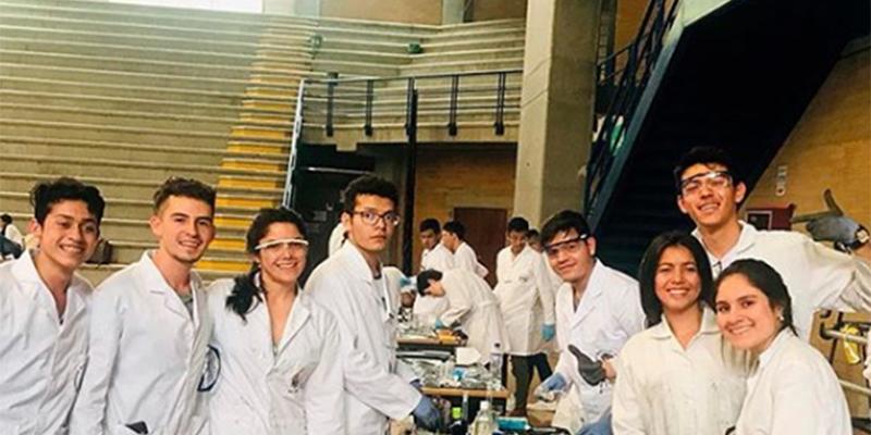 Jóvenes colombianos crearon vehículo que funciona con reacciones químicas